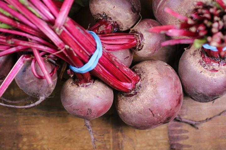Vegetarisches Borschtsch Rezept – der typisch russische Rote-Beete-Eintopf