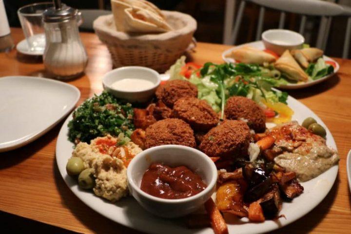 Moderne arabische Küche: OS' Kitchen