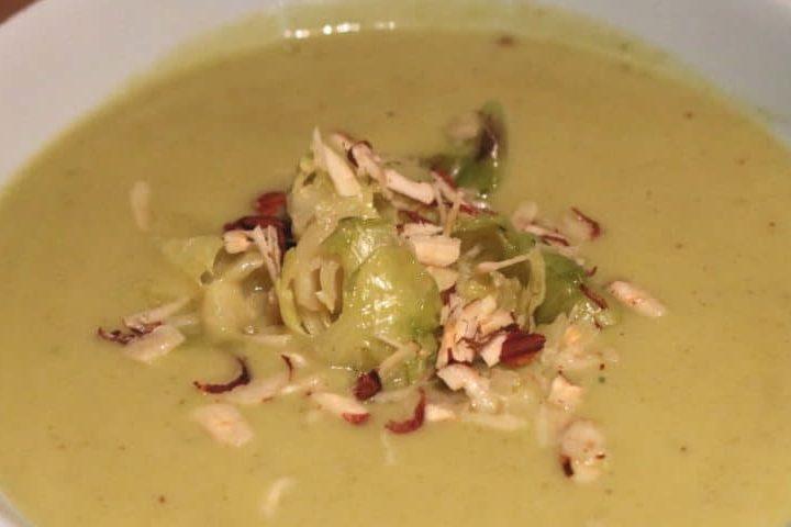 Rezept: Rosenkohlsuppe mit Mandelmilch