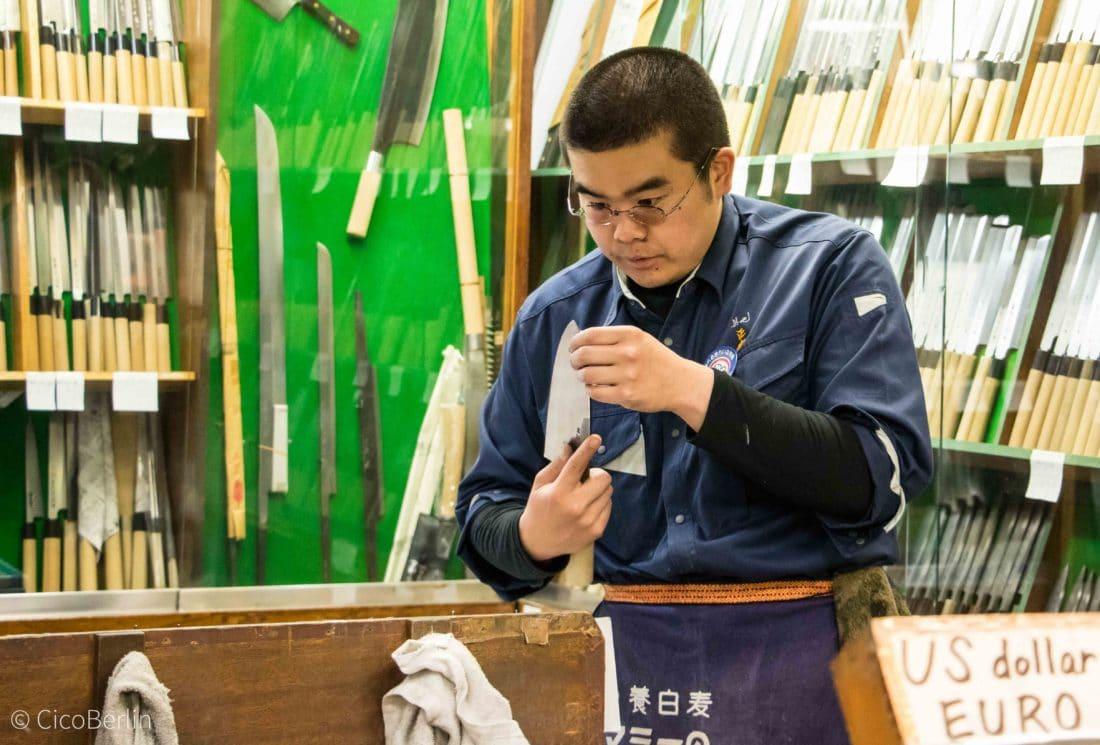 Japanische Messer auf dem Fischmarkt in Tokio