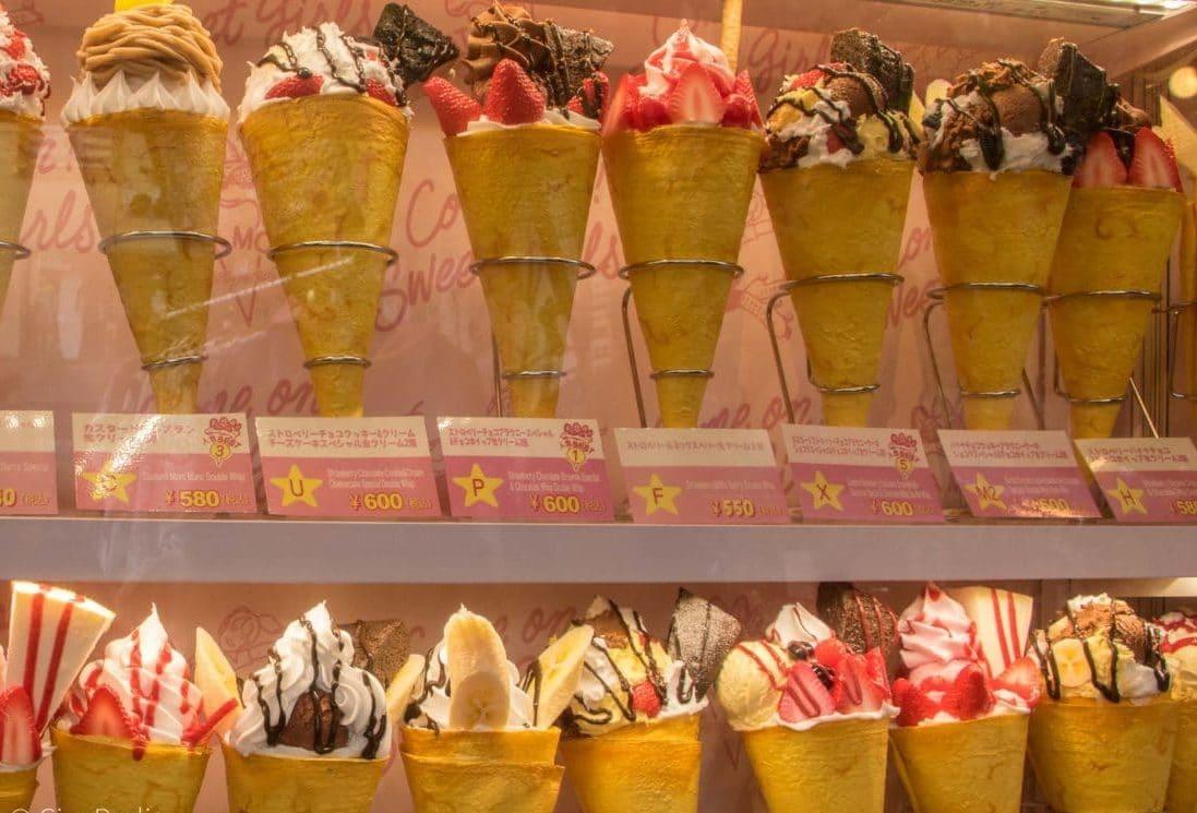 Essen in Tokio gefüllte Crepes