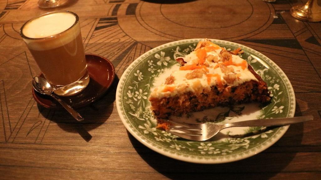 carrot cake im Cabslam in Neukoelln