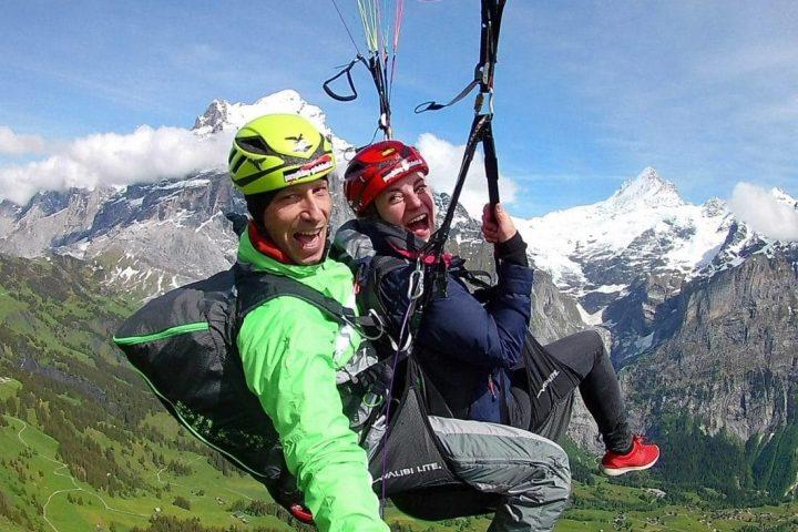 Zum ersten Mal: Gleitschirmfliegen in der Schweiz trotz Höhenangst