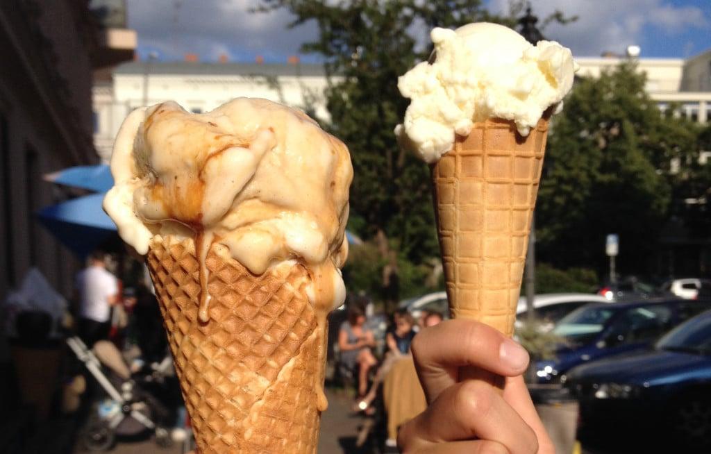 Berliner Eisdielen/ Berlin's Ice cream shops - Vanille und Marille von CicoBerlin