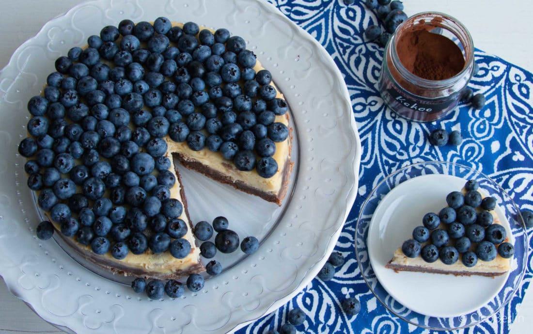 Der macht glücklich: cremiger amerikanischer Käsekuchen mit Blaubeeren und Schokolade, Blueberry Chocolate Cheesecake, Rezept von CicoBerlin