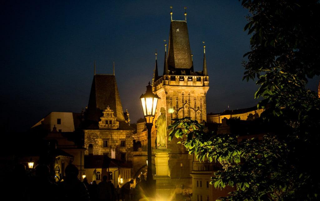 die Highlights in Prag, Kappelbrücke bei Nacht