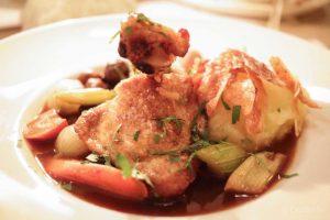 Coole Restaurants in Neukoelln, Coq au vin in der Beuster Bar, Bericht und Foto von CicoBerlin