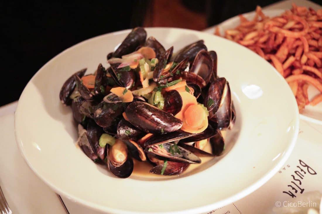 Coole Restaurants in Neukoelln, Moules Frites in der Beuster Bar, Bericht und Foto von PASSENGER X