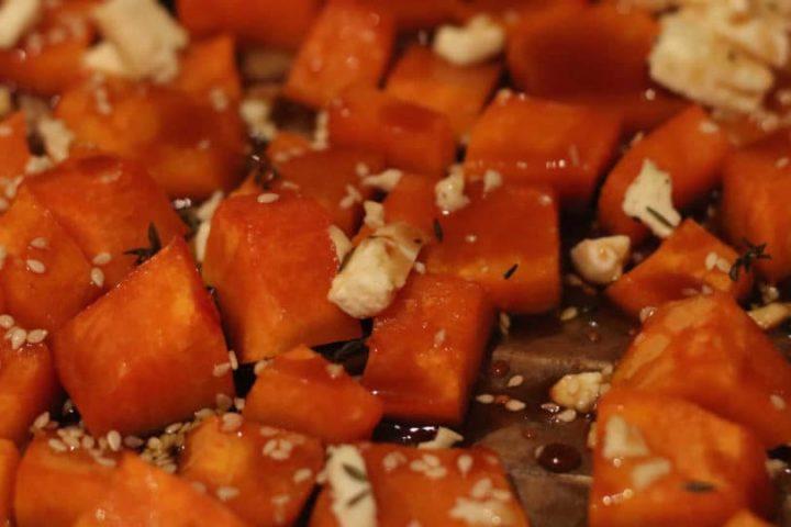 Rezept: Gerösteter Kürbis mit Feta und Thymian