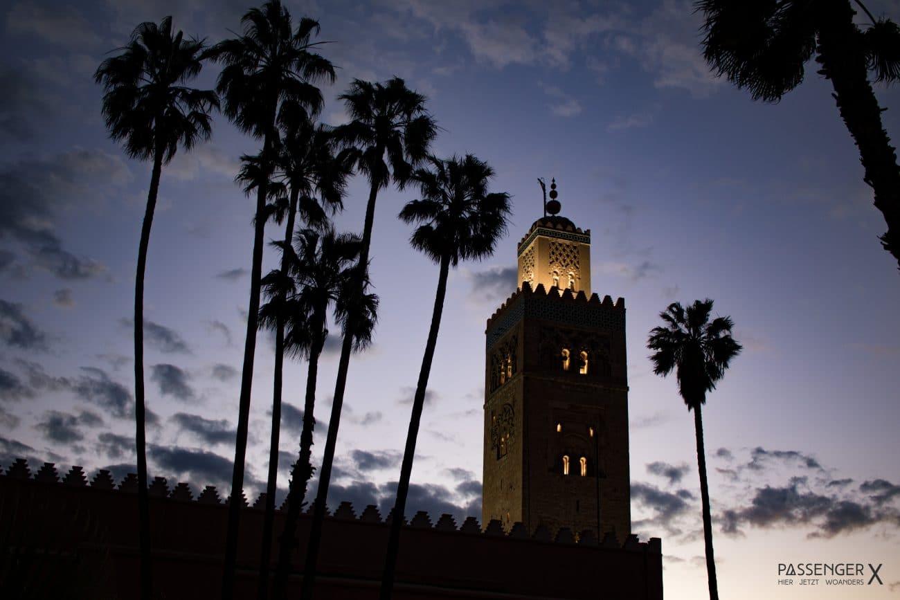 Ein Tag in Marrakech - den Abend im Park der Koutoubia Moschee ausklingen lassen Tipps von PASSENGER X