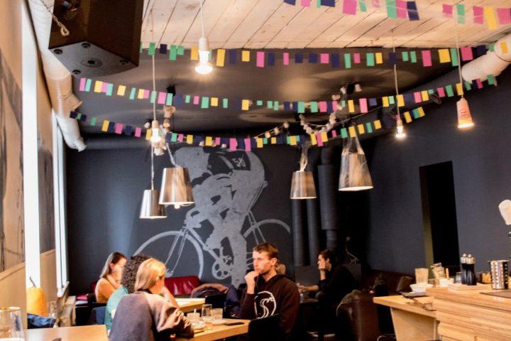 8 Coole Cafés und Restaurants in Riga – hier schmeckt es, auch Vegetariern!