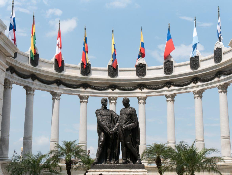 Ecuador Rundreise -Abflug von Guayaquil_Statue Simon Bolivar und San Martin