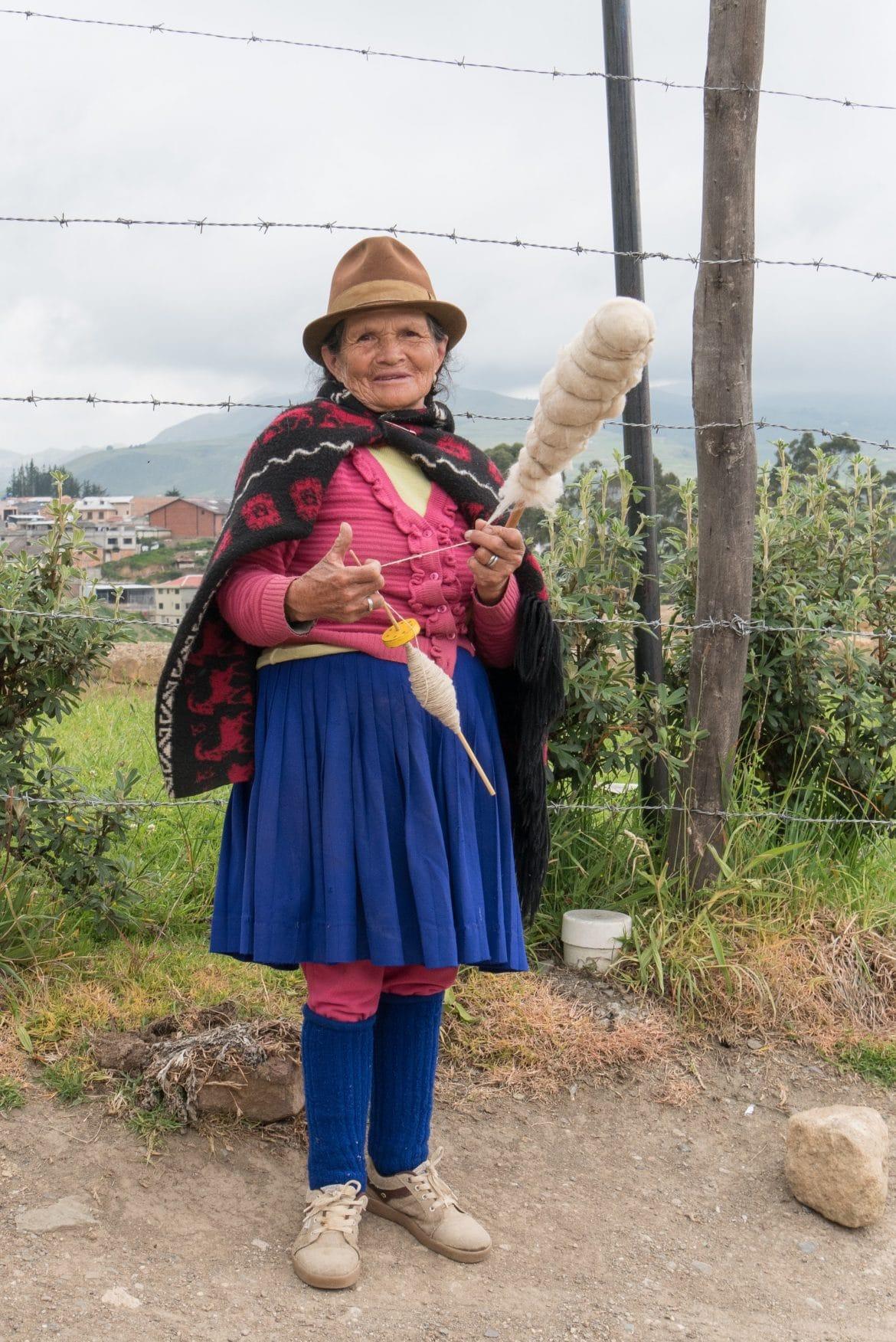 Ecuador Sehenswürdigkeiten Weberin