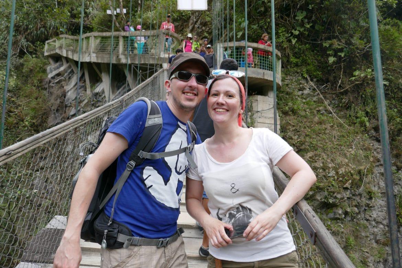 Sehenswürdigkeiten Ecuador Rundreise Hängebrücke zum großen Wasserfall Banos