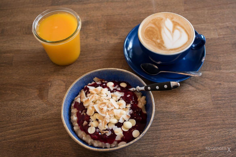 Beim Haferkater gibt es das beste Porridge Frühstück in Berlin Friedrichshain. - ein Tipp von PASSENGER X