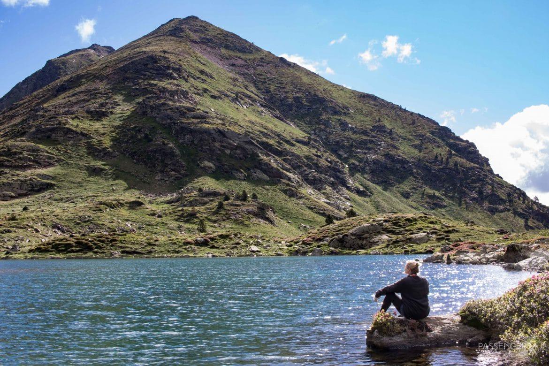 Du planst eine Europa Autoreise? Wie wäre es mit einem Road Trip durch Portugal, Spanien und Andorra? PASSENGER X verrät die schönsten Spots auf dieser Route. Mit dabei eine Wanderung zum Tristaine See in Andorra mit wunderschönem Bergpanorama.