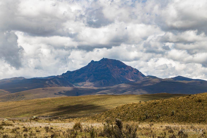 Dieses Ort darfst du während deiner Ecuador Reise nicht verpassen. PASSENGER X verrät dir, wie es ist auf 4.800 Metern zu wandern, warum der Nationalpark Cotopaxi so schön ist und wo du am besten übernachtest.