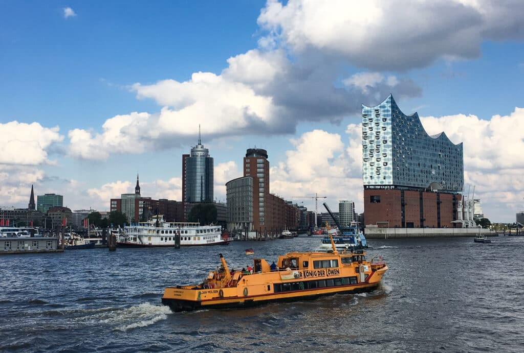 Die besten Hamburg Insider Tipps geben dir die Hamburger Reiseblogger. Vom besten Franzbrötchen bis zu den drei Dingen, die du auf keinen Fall verpassen darfst. Hol dir Empfehlungen von Locals.