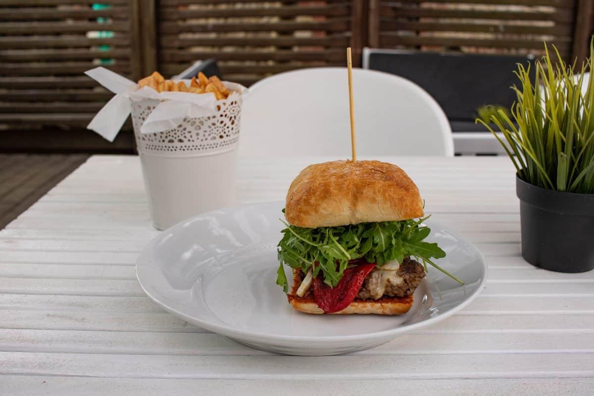 Cesis Burger Restaurant Zala Zale -Artikel von PASSENGER X