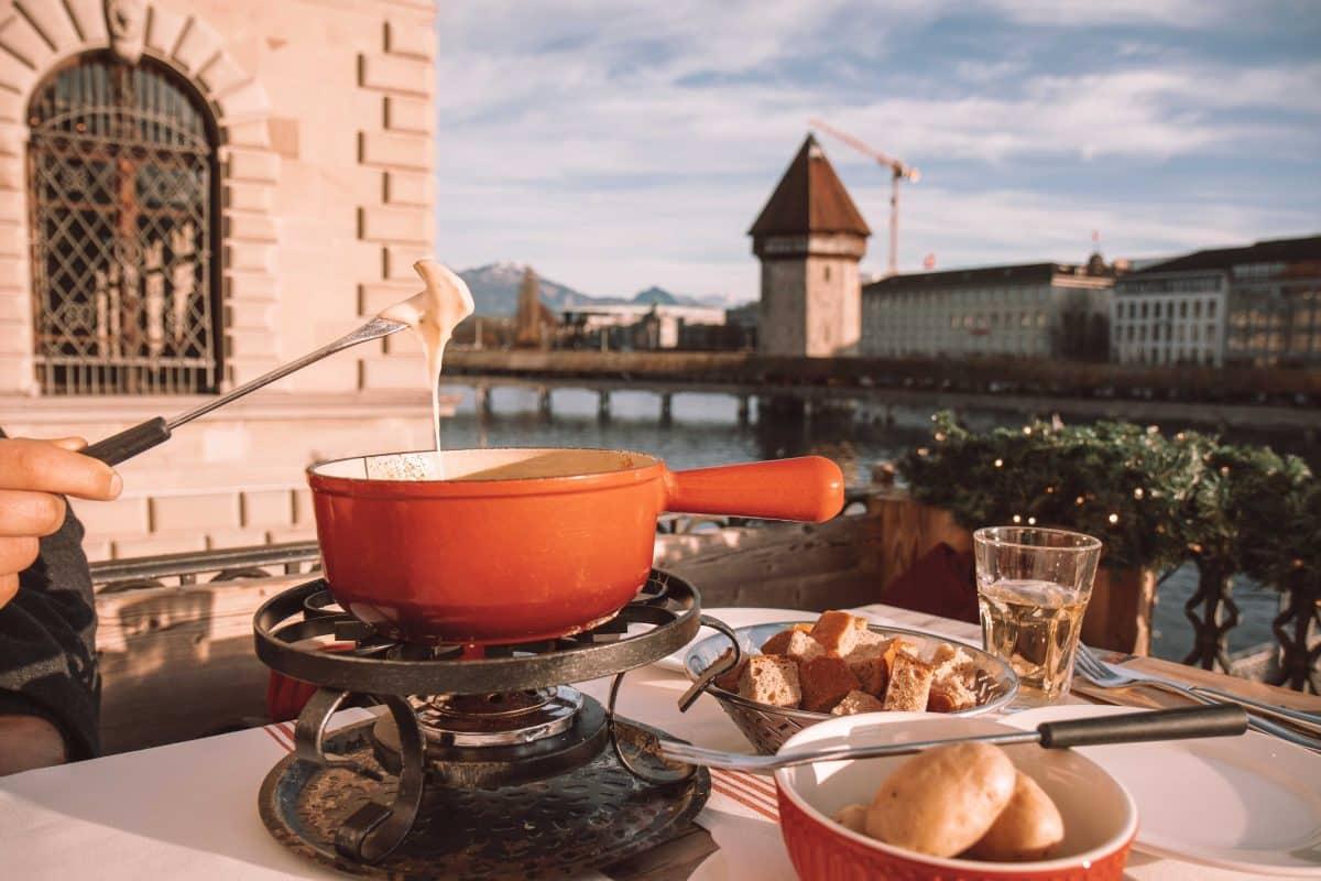 Hier gibt es das beste Käsefondue mit der schönsten Aussicht Luzerns - PASSENGER X verrät dir die Adresse