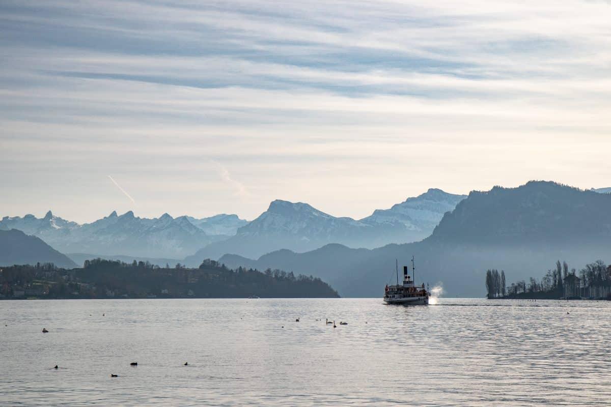 Bootsfahrt über den Vierwaldstätter See - Einer von 9 Luzern Reise Tipps auf PASSENGER X: