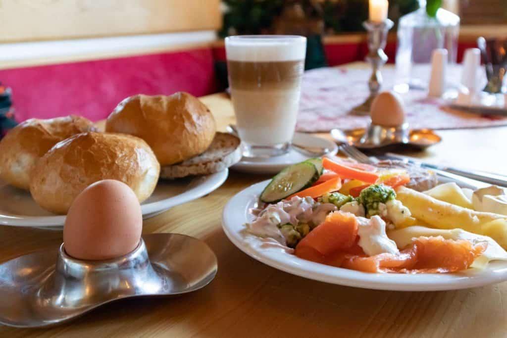 Fichtelgebirge Geheimtipp - die besten Restaurants_Waldhotel am Fichtelsee Frühstück