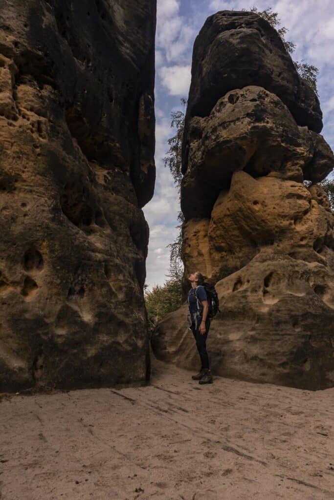 Wandern im Elbsandsteingebirge: unterwegs auf dem Malerweg_Sächsische Schweiz_Schrammsteintor_PASSENGER X