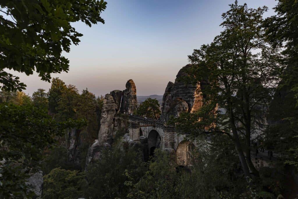 Wandern im Elbsandsteingebirge: unterwegs auf dem Malerweg_Bsteibrücke_Sächsische SchweizPASSENGER X