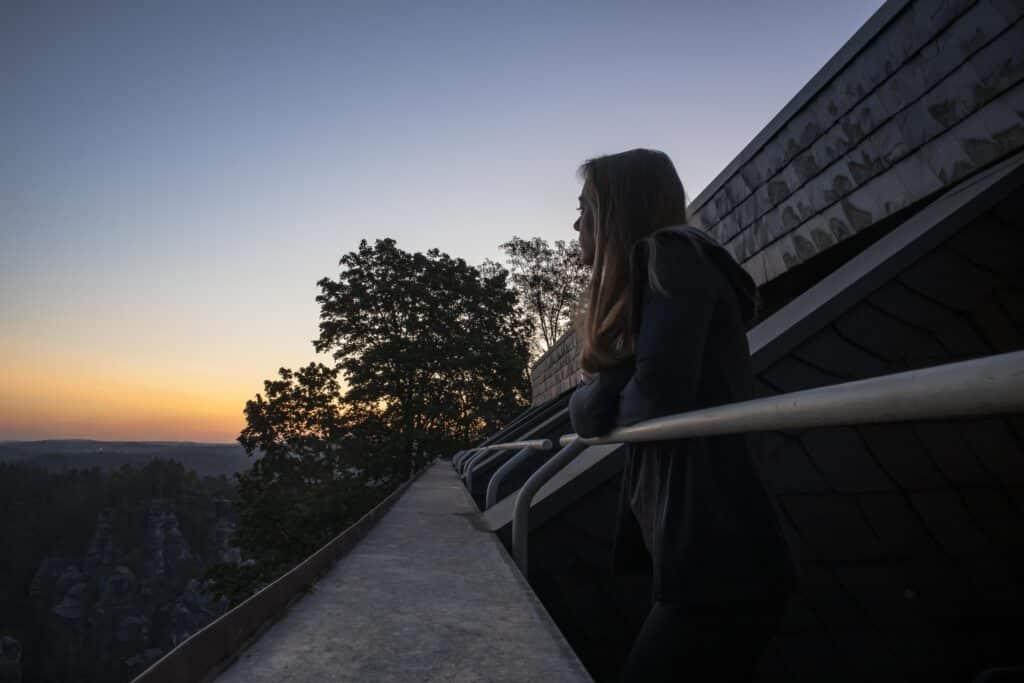 Wandern im Elbsandsteingebirge: unterwegs auf dem Malerweg_Berghotel Bastei_PASSENGER X