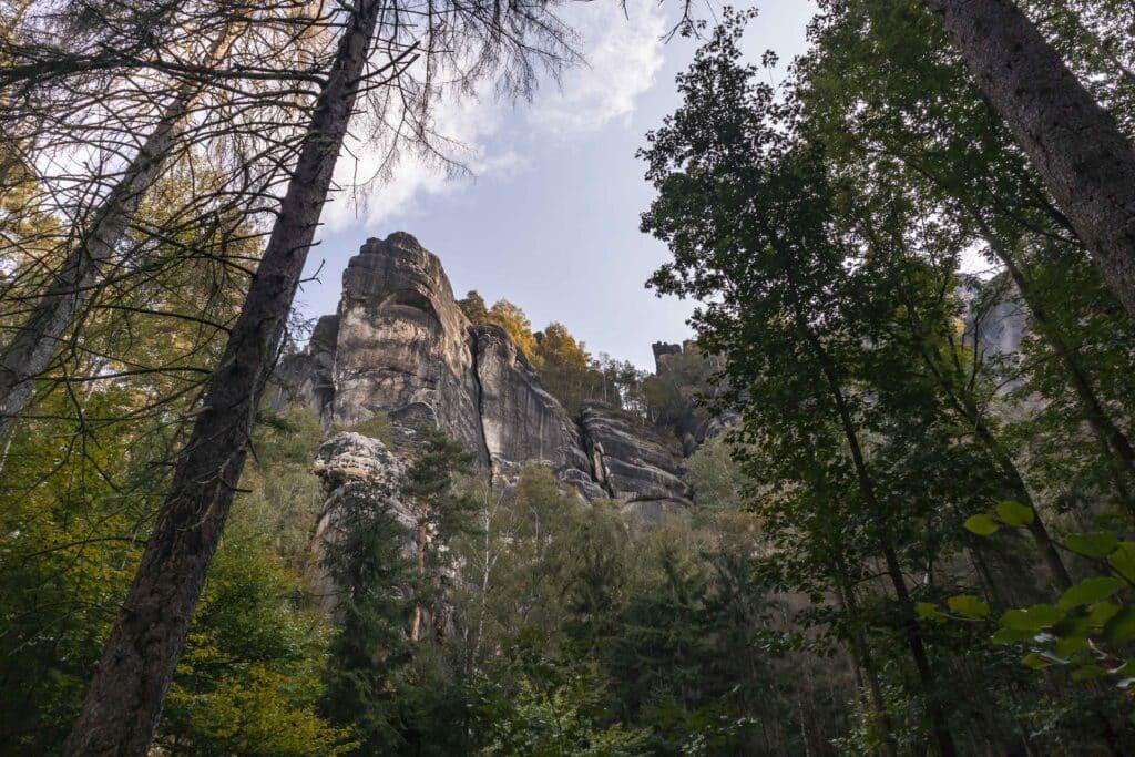 Wandern im Elbsandsteingebirge: unterwegs auf dem Malerweg_Schrammsteinweg_Sächsische Schweiz_PASSENGER X