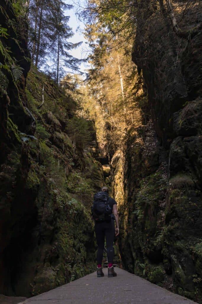 Wandern im Elbsandsteingebirge: unterwegs auf dem Malerweg_Schwedenlöcher__PASSENGER X